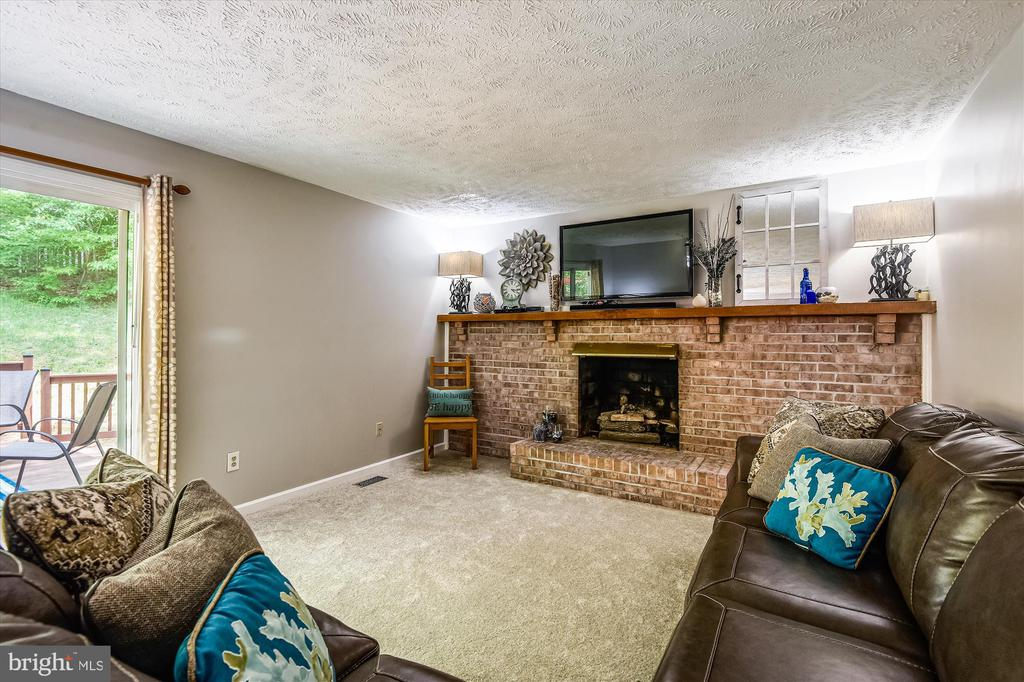 Stately fireplace in the living room/den - 15034 HOLLEYSIDE DR, DUMFRIES