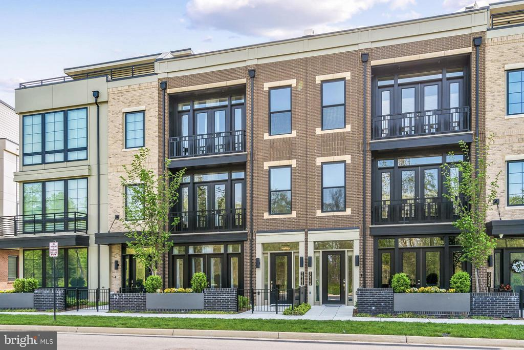 Upper West 4 Level Luxury Townhome with Elevator - 20382 NORTHPARK DR, ASHBURN