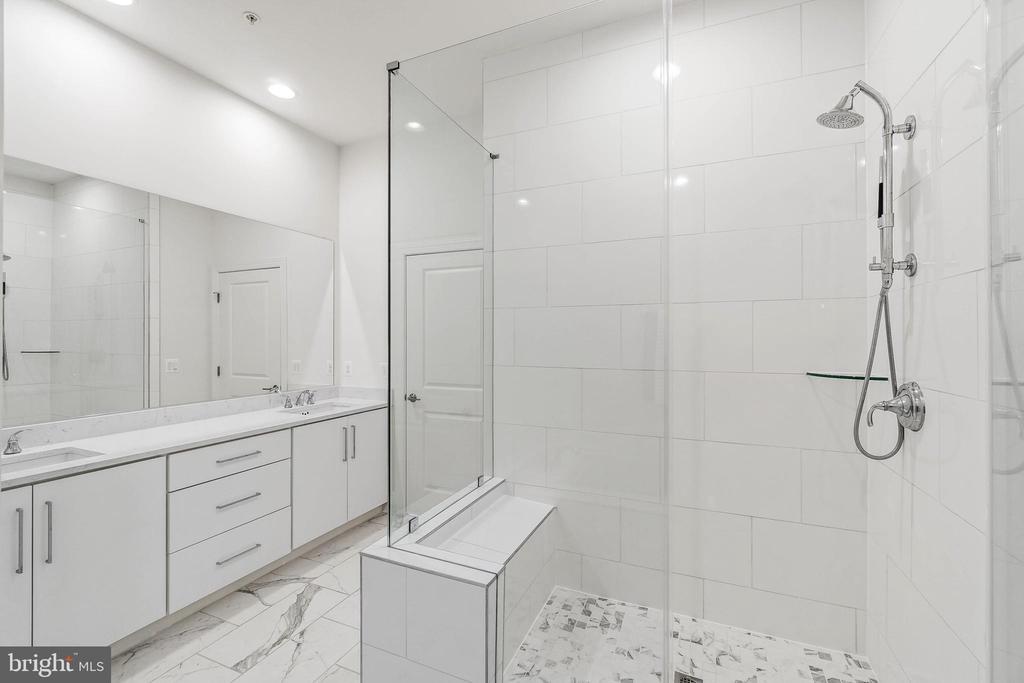 View 3 of Master Bathroom - 20382 NORTHPARK DR, ASHBURN