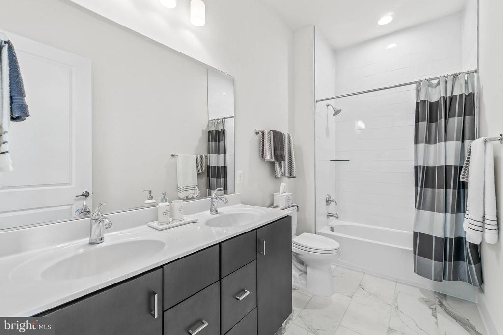 Bathroom 2 - 20382 NORTHPARK DR, ASHBURN