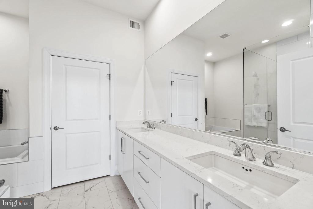 Spa like Bathroom w/double vanities - 20382 NORTHPARK DR, ASHBURN