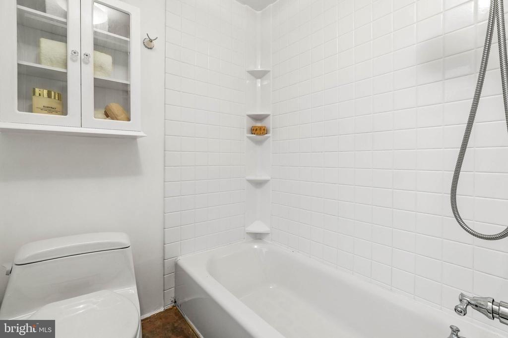 Bathroom - 19315 LIBERTY MILL RD, GERMANTOWN