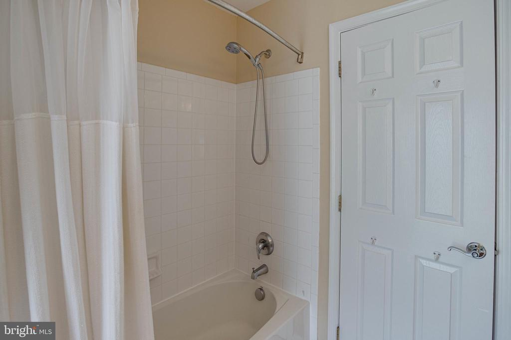 Crisp and Clean Tub Shower - 42624 LEGACY PARK DR, BRAMBLETON