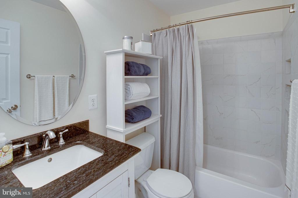 Second Upper Level Ensuite Bathroom - 42624 LEGACY PARK DR, BRAMBLETON