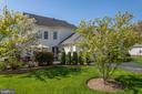 The back and side yards are well kept too - 42624 LEGACY PARK DR, BRAMBLETON
