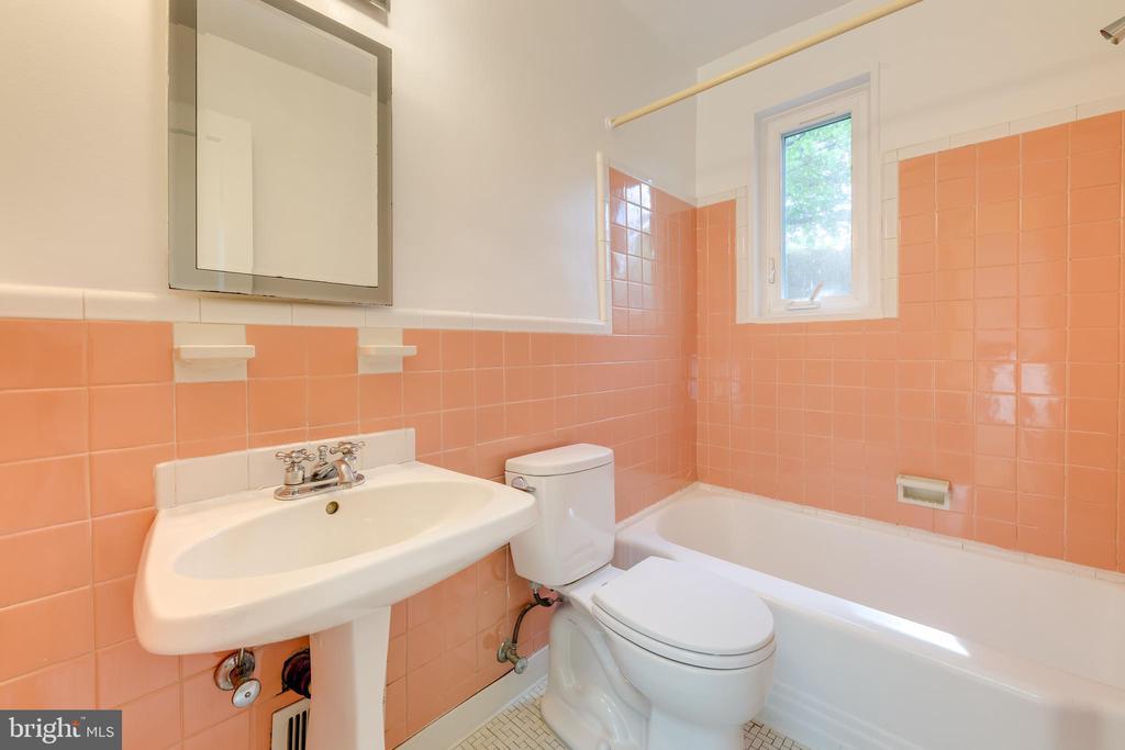 Bathroom - 3206 13TH RD S, ARLINGTON