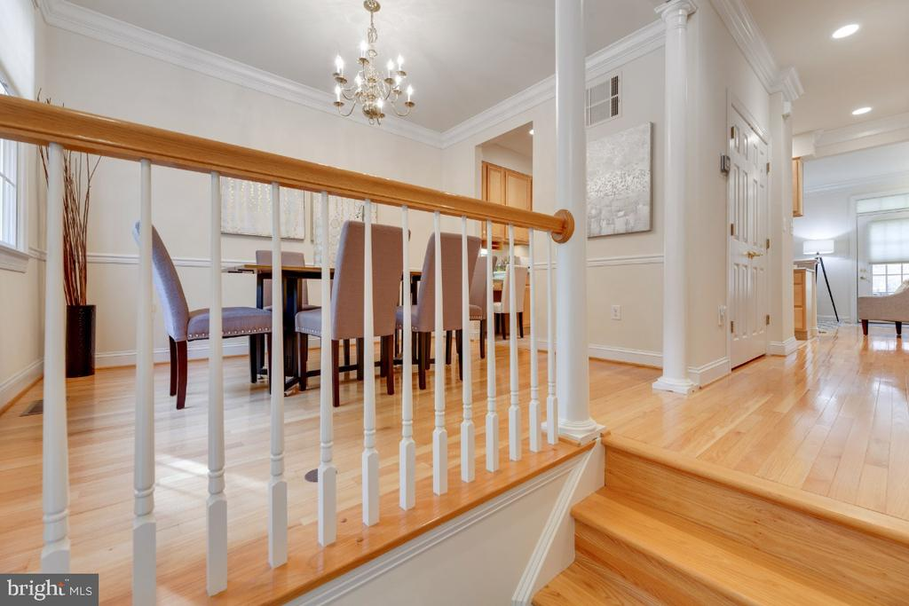 Open entry foyer with hardwood stairs - 2621 FAIRFAX DR, ARLINGTON