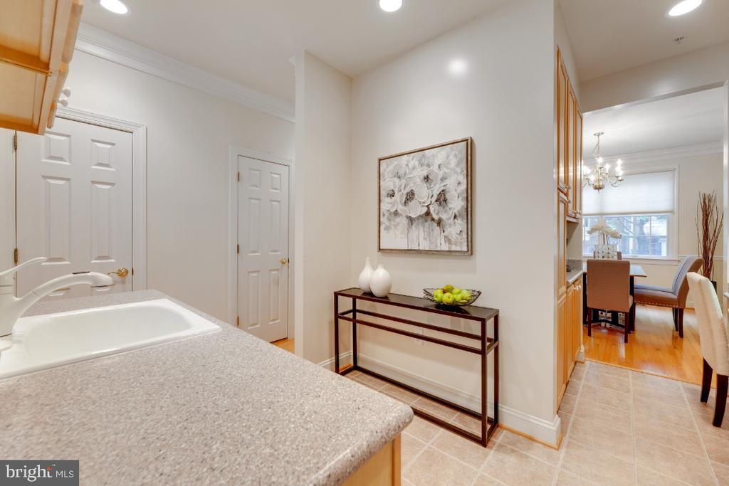 Room for a bistro table - 2621 FAIRFAX DR, ARLINGTON