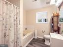 Jetted tub and separate shower - 4 BERTRAM BLVD, STAFFORD