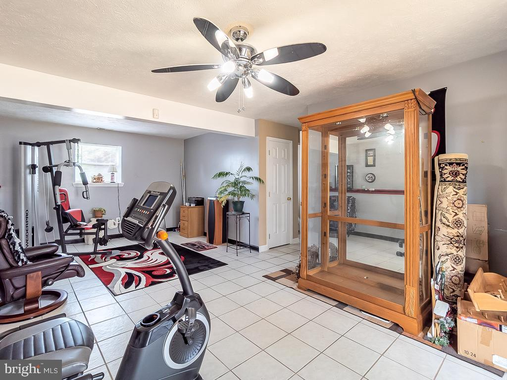Extra rec room or gym? - 4 BERTRAM BLVD, STAFFORD