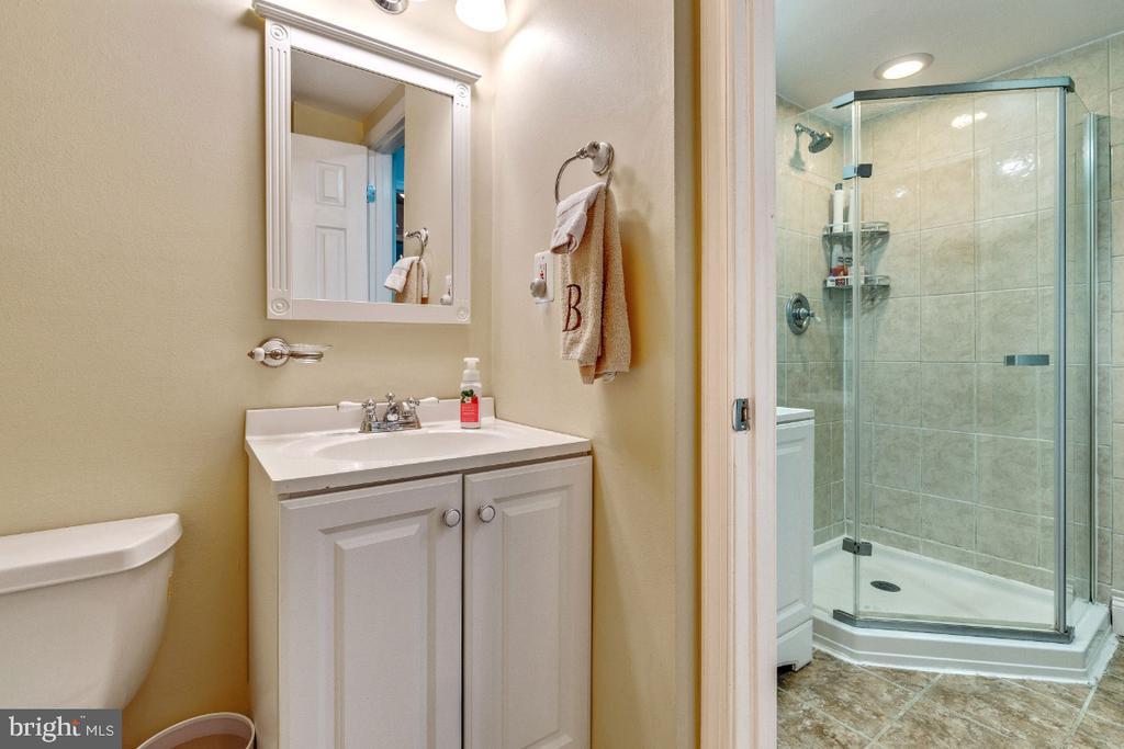 Half bath off Full Bath - 5801-J REXFORD DR #807, SPRINGFIELD