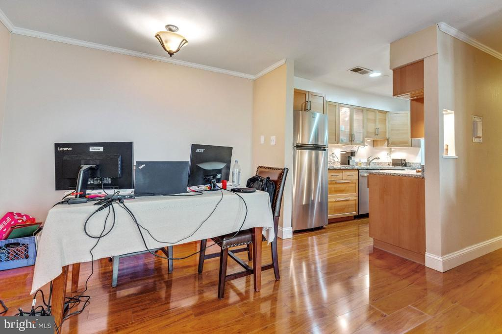 Open floor plan - eat  in area off kitchen - 5801-J REXFORD DR #807, SPRINGFIELD