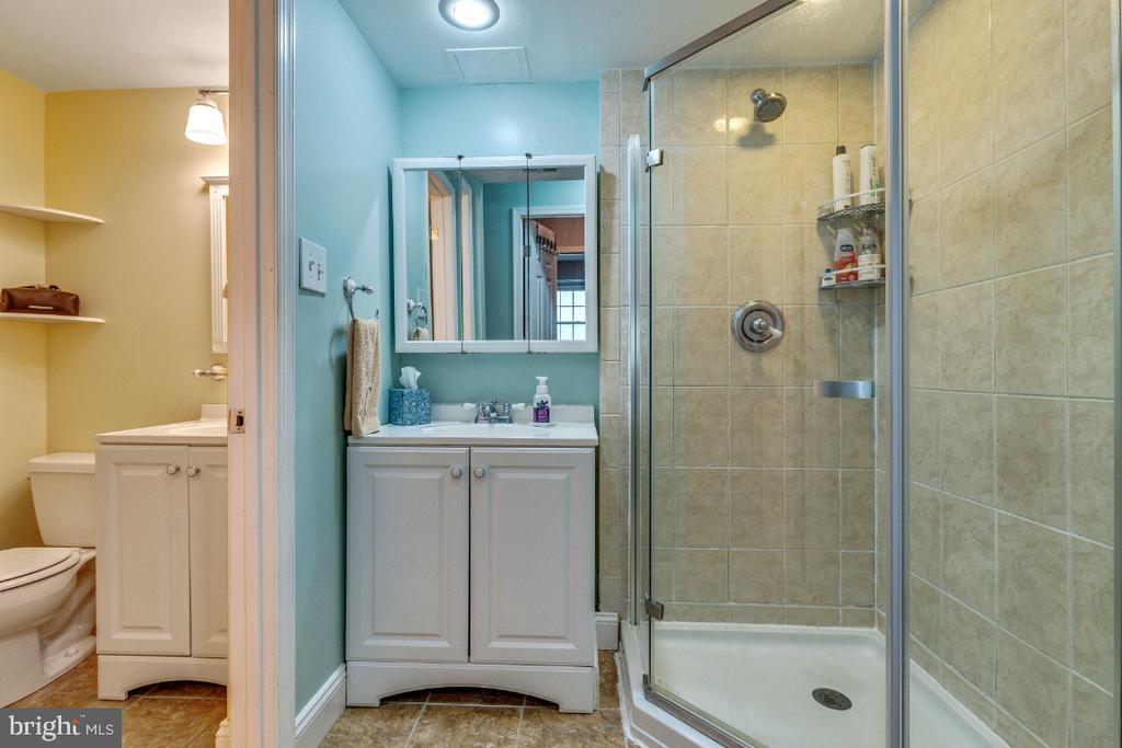 Full bath - 5801-J REXFORD DR #807, SPRINGFIELD