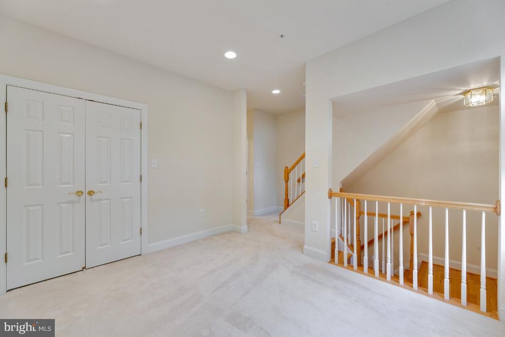 Double closets with interior lighting - 2621 FAIRFAX DR, ARLINGTON