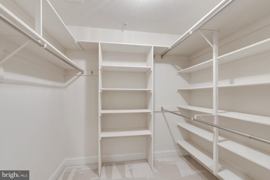 Custom owners closet - 2621 FAIRFAX DR, ARLINGTON