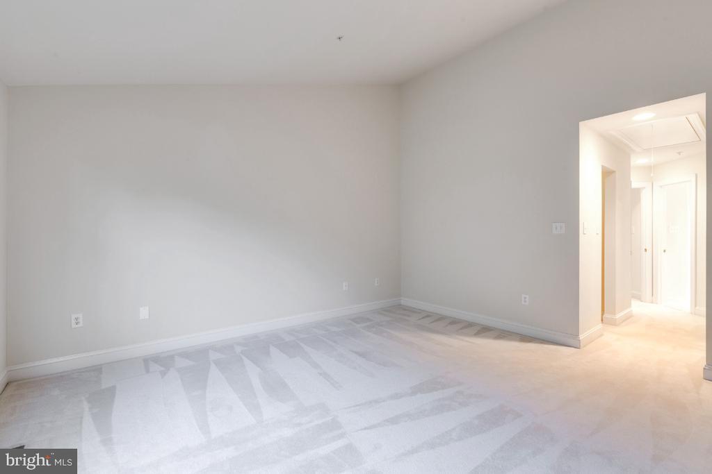 Primary bedroom at upper level - 2621 FAIRFAX DR, ARLINGTON