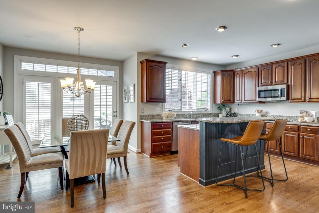 Large Open Kitchen with expanded Breakfast room - 47788 SAULTY DR, STERLING