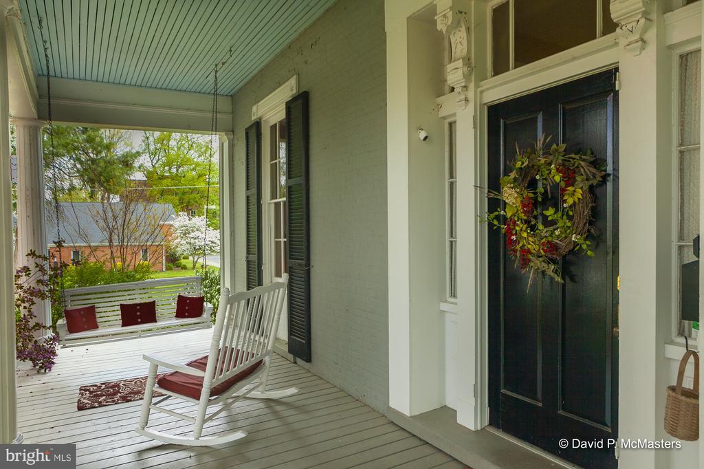 Wonderful entry door - 417 E WASHINGTON ST, CHARLES TOWN