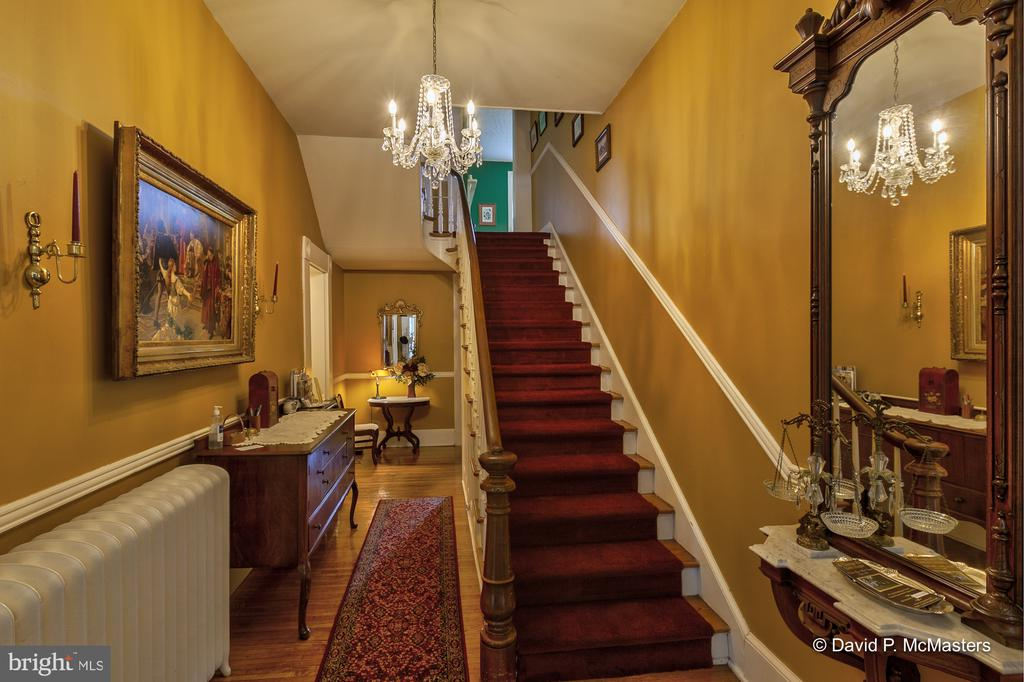 Welcoming generous entry foyer - 417 E WASHINGTON ST, CHARLES TOWN