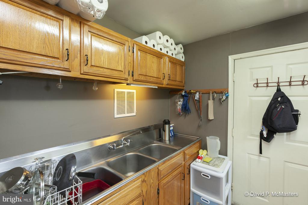 Everything is clean as a whistle - 417 E WASHINGTON ST, CHARLES TOWN