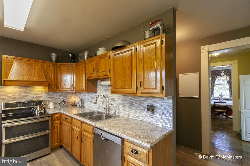 Extensive cabinetry and counter space - 417 E WASHINGTON ST, CHARLES TOWN