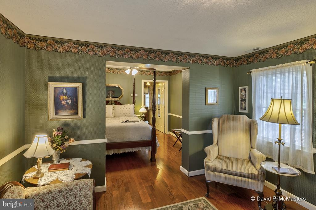 Carriage house Suite - 417 E WASHINGTON ST, CHARLES TOWN