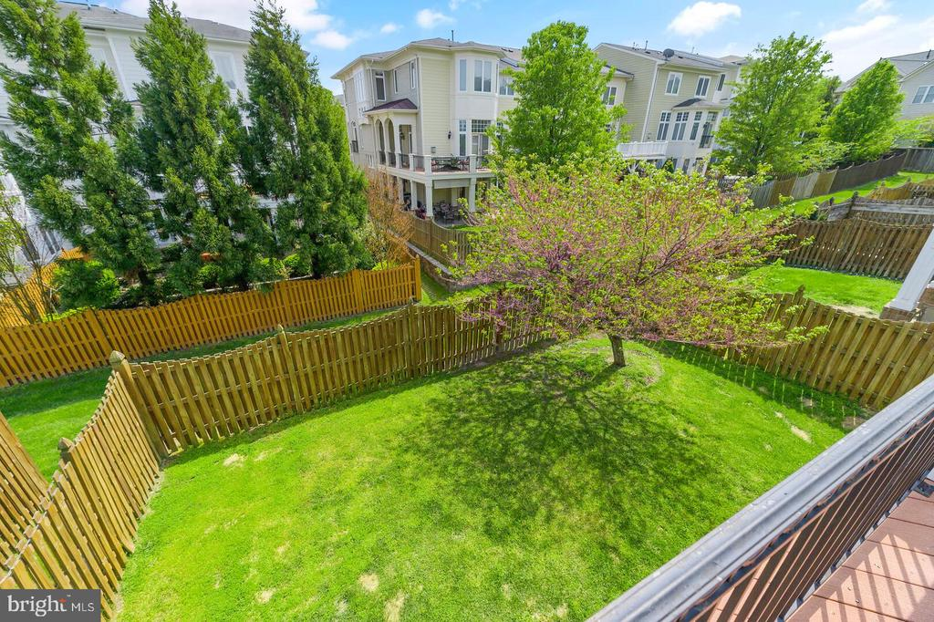 Private fully fence large backyard - 43575 WILD INDIGO TER, LEESBURG