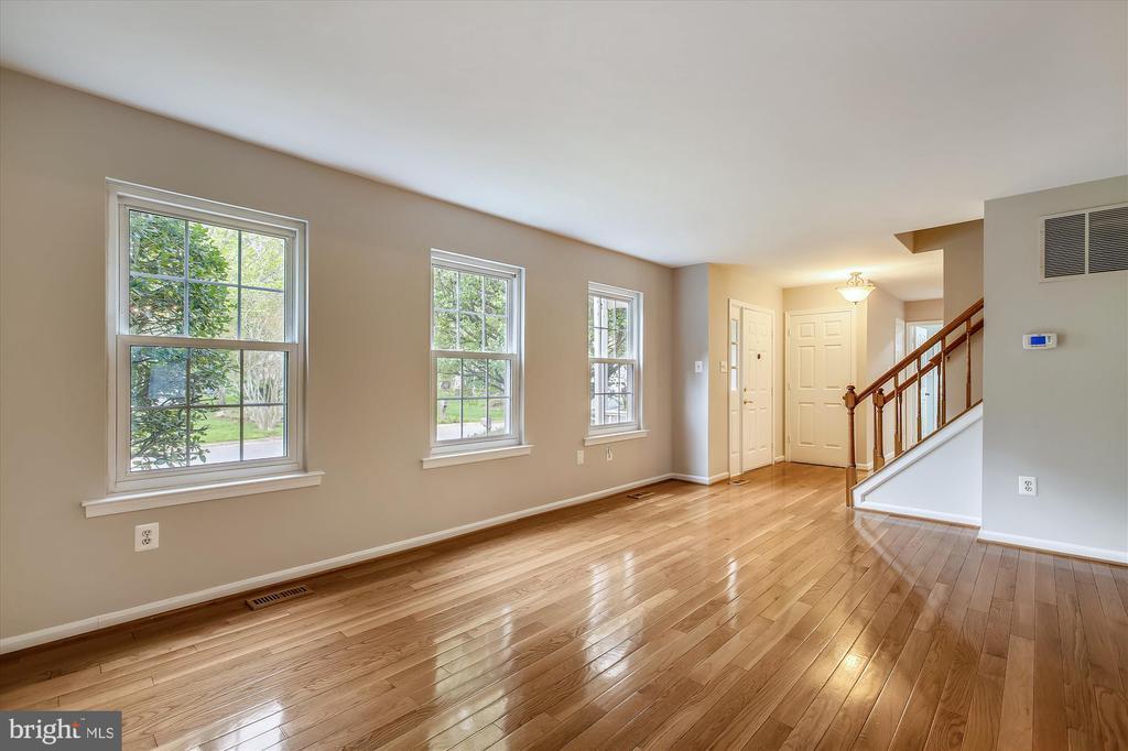 Living room - 826 POTOMAC RIDGE CT, STERLING