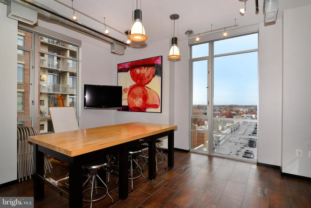 Lots of room to spread out those hobbies - 12025 NEW DOMINION PKWY #311, RESTON