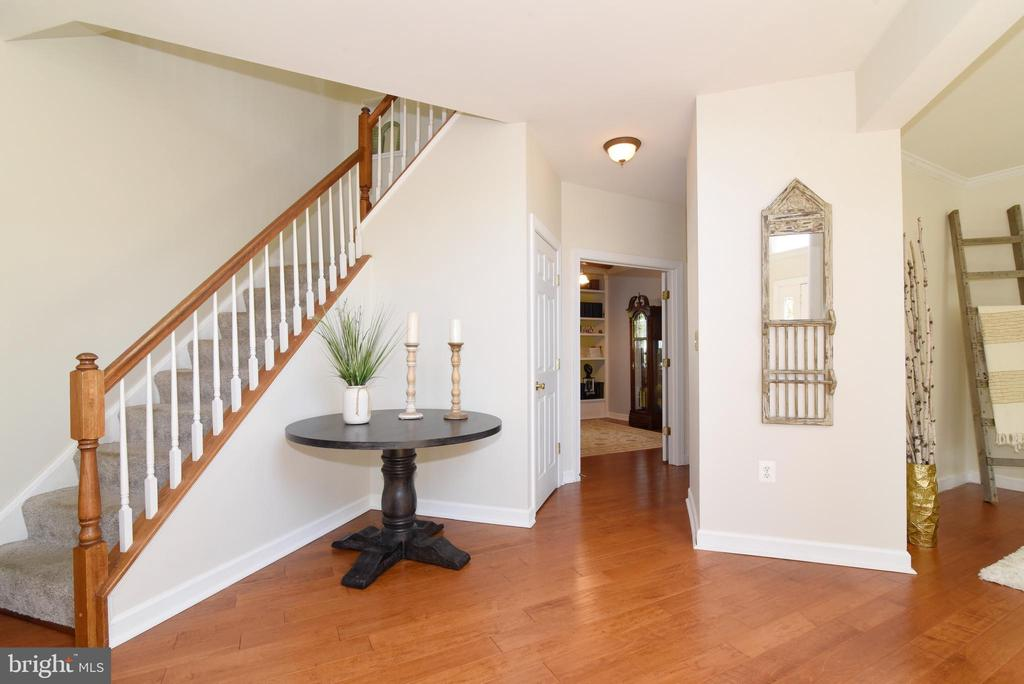 Foyer open to office - 43298 HEATHER LEIGH CT, ASHBURN