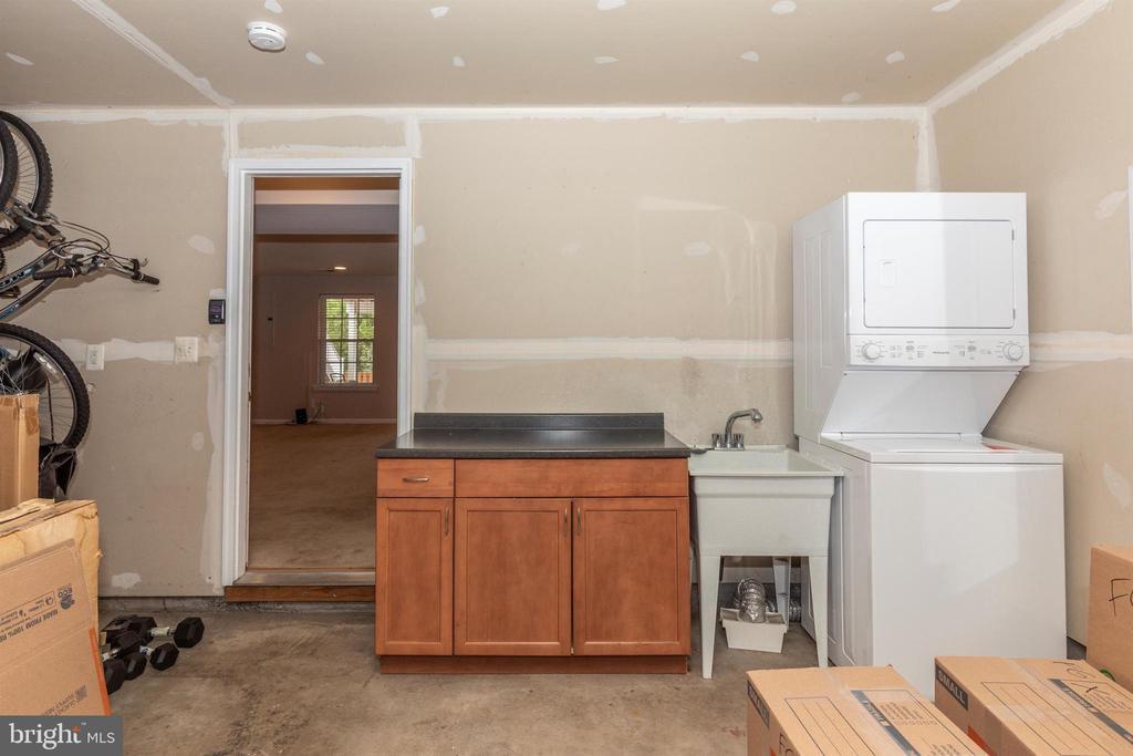 2nd laundry room in garage - 897 STONEFIELD SQ NE, LEESBURG