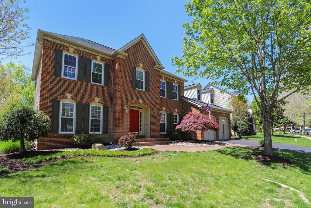 Beautiful Brick Front Colonial! - 43690 MINK MEADOWS ST, CHANTILLY