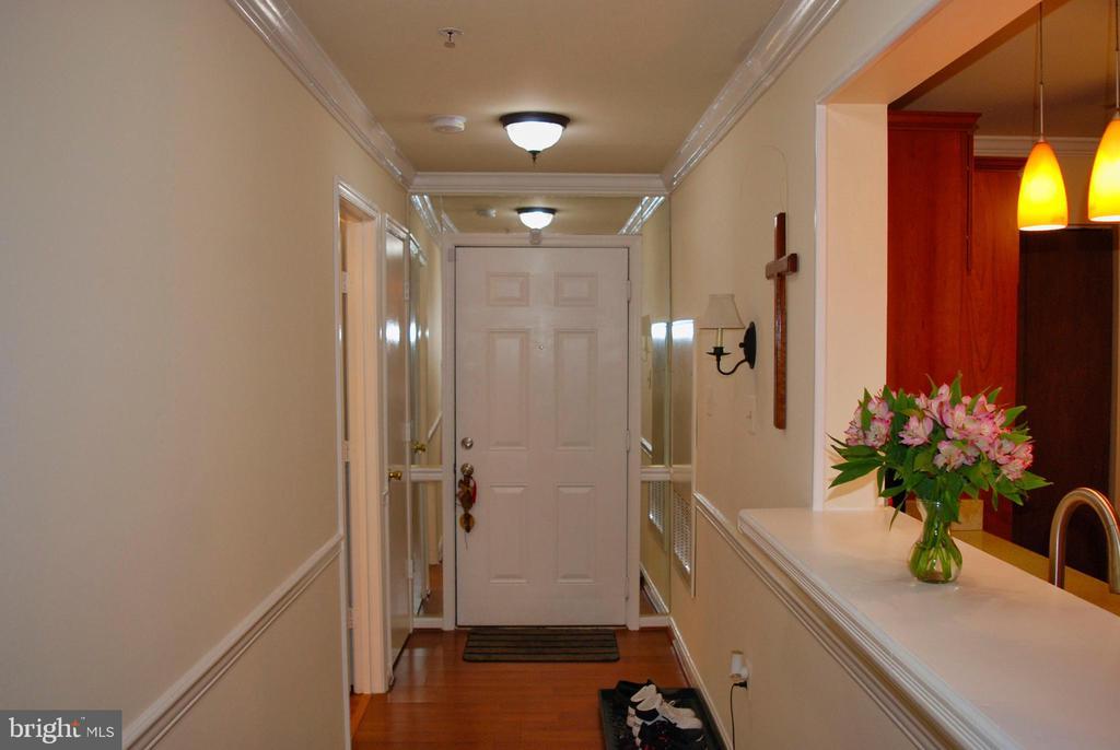 Entryway - Hallway - 12902 CHURCHILL RIDGE CIR #2-1, GERMANTOWN