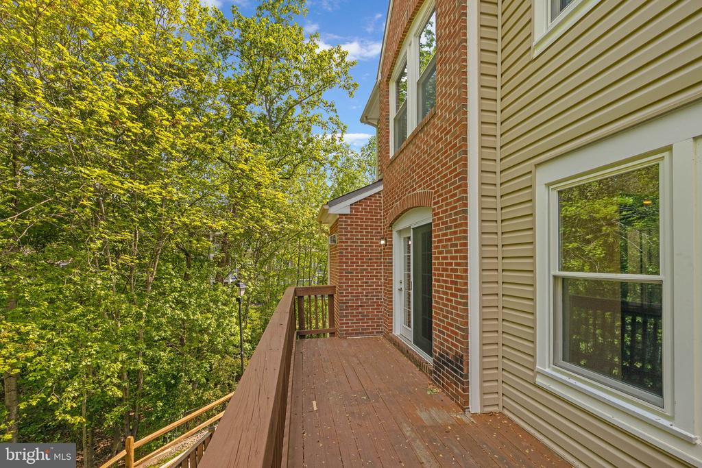 Large deck off kitchen faces woods - 12522 KEMPSTON LN, WOODBRIDGE