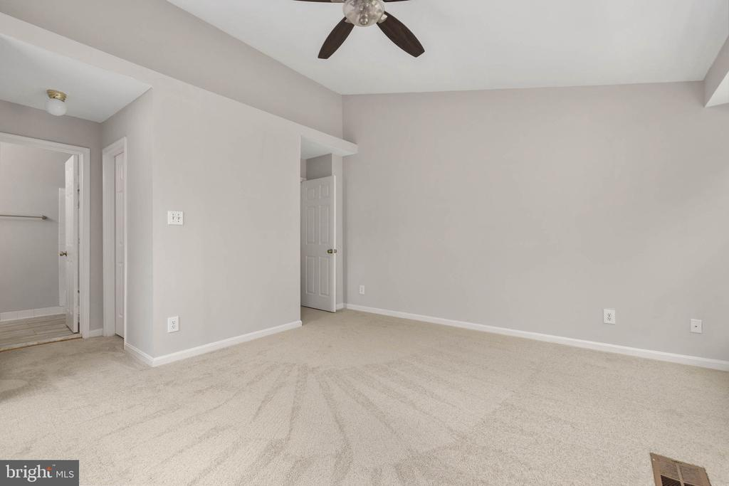 Large Owners suite w/ 2 closets - 12522 KEMPSTON LN, WOODBRIDGE