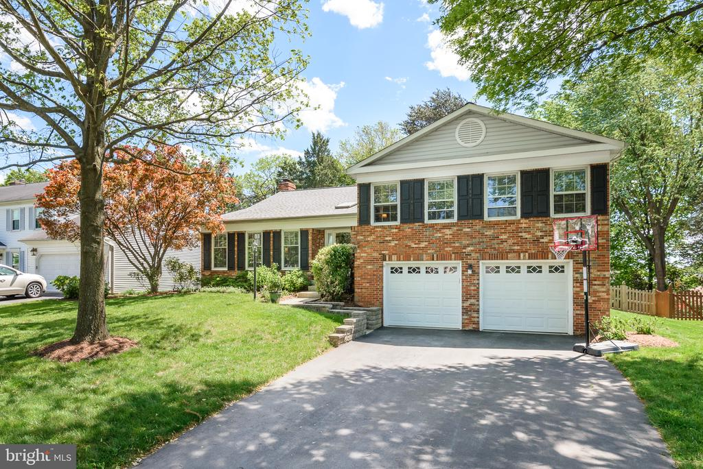 Welcome home to your private, wooded paradise! - 109 COPPER CT, STERLING
