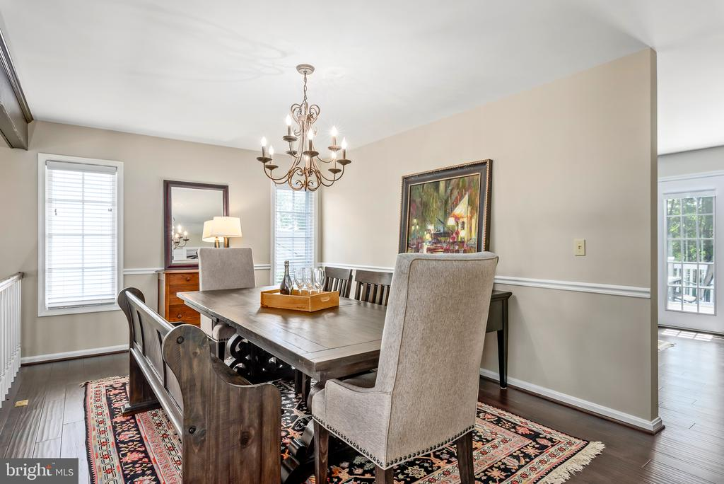 Dining room with gorgeous hardwoods - 109 COPPER CT, STERLING