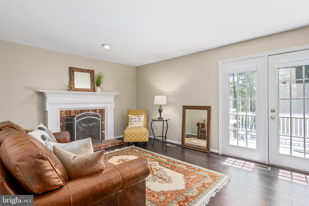 Family room opens to deck - 109 COPPER CT, STERLING