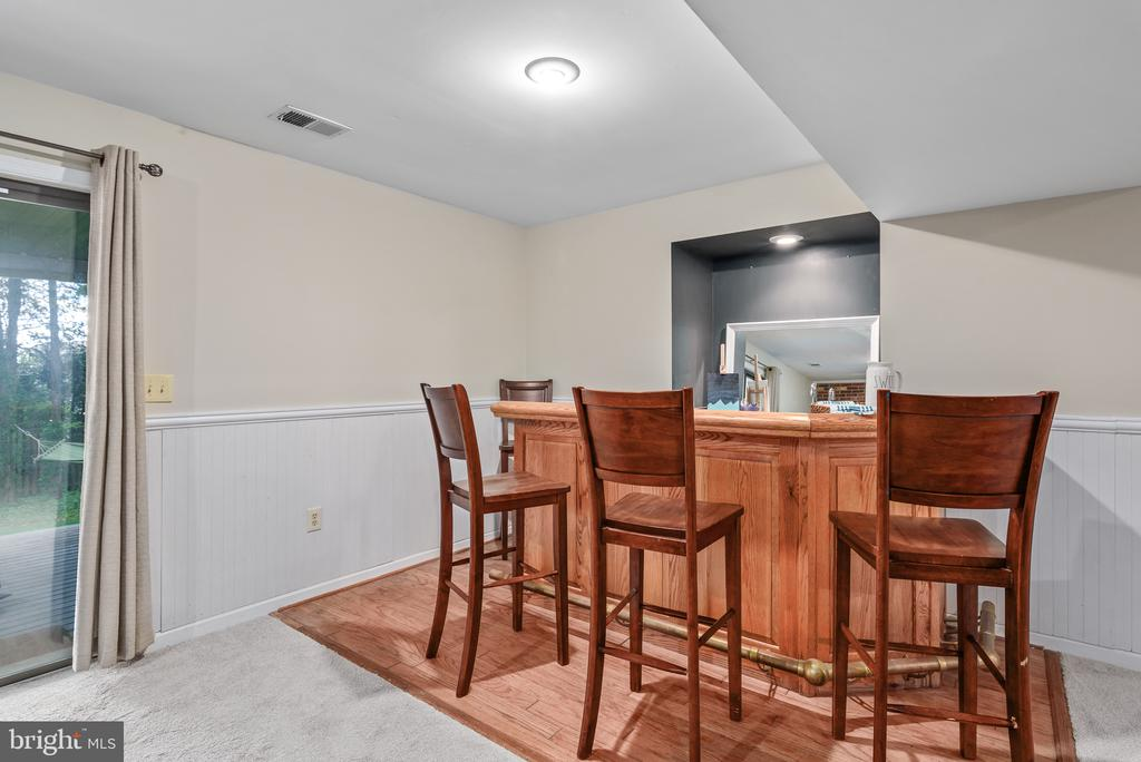 Lower level rec room with counter space - 109 COPPER CT, STERLING