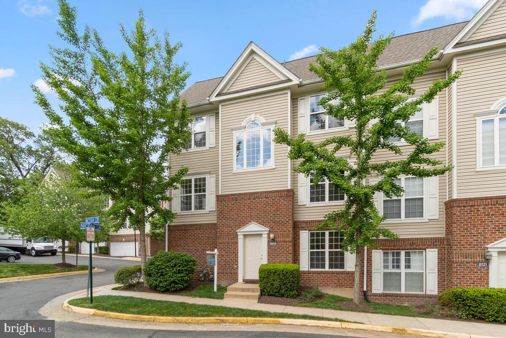 Welcome Home! - 8050 NICOSH CIRCLE LN #42, FALLS CHURCH