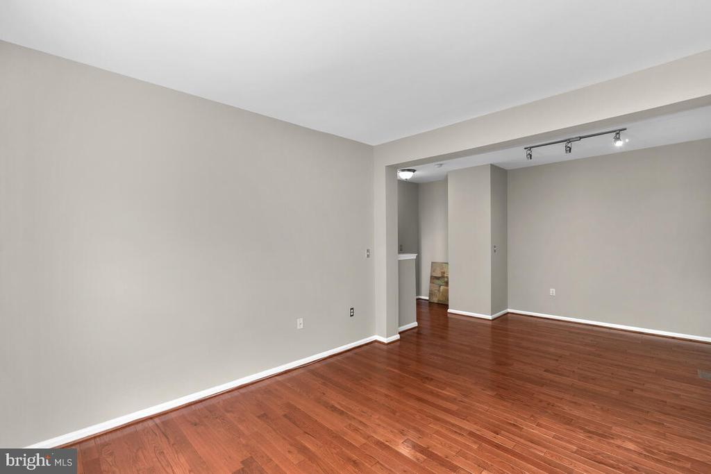 Plenty of room! - 8050 NICOSH CIRCLE LN #42, FALLS CHURCH