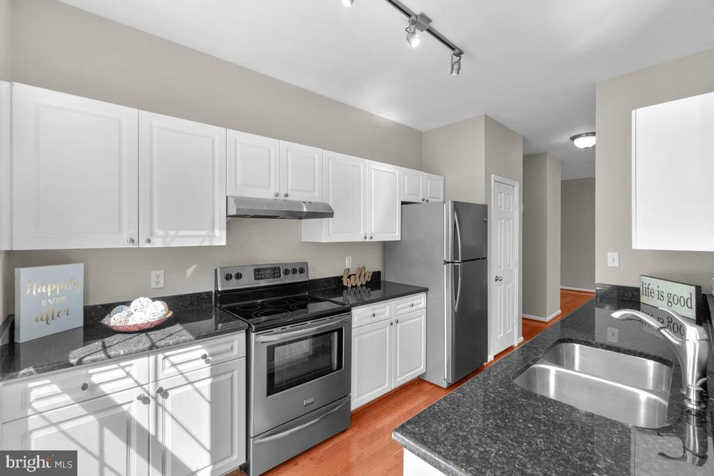 Designer colors! - 8050 NICOSH CIRCLE LN #42, FALLS CHURCH