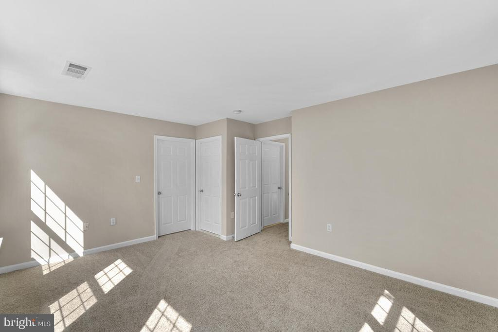 All new carpet and paint throughout home! - 8050 NICOSH CIRCLE LN #42, FALLS CHURCH