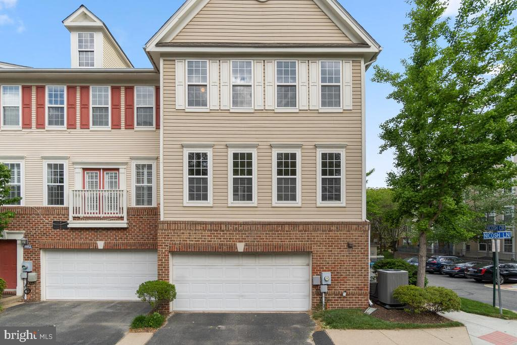 Tons of neighborhood amenities - 8050 NICOSH CIRCLE LN #42, FALLS CHURCH