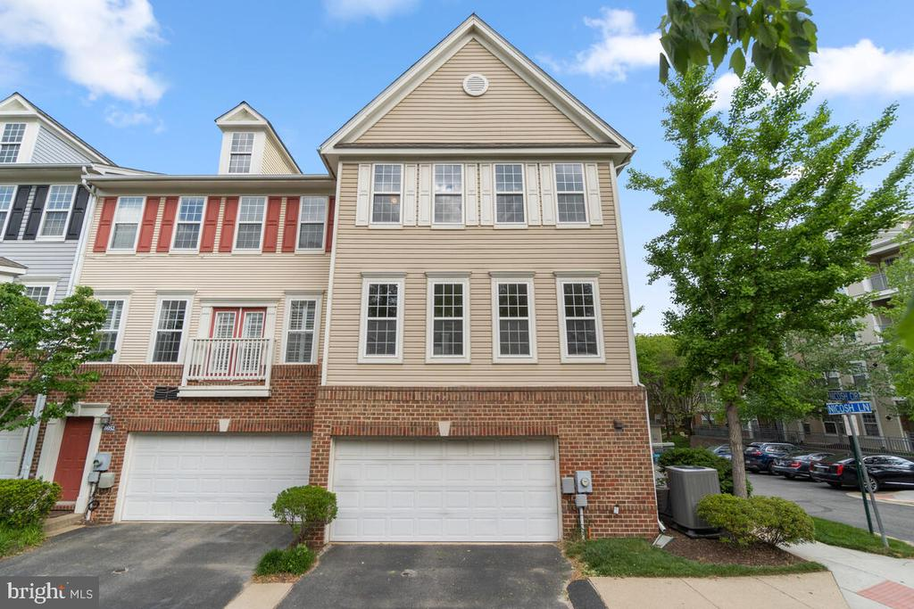 Fantastic Location near Dunn Loring - 8050 NICOSH CIRCLE LN #42, FALLS CHURCH