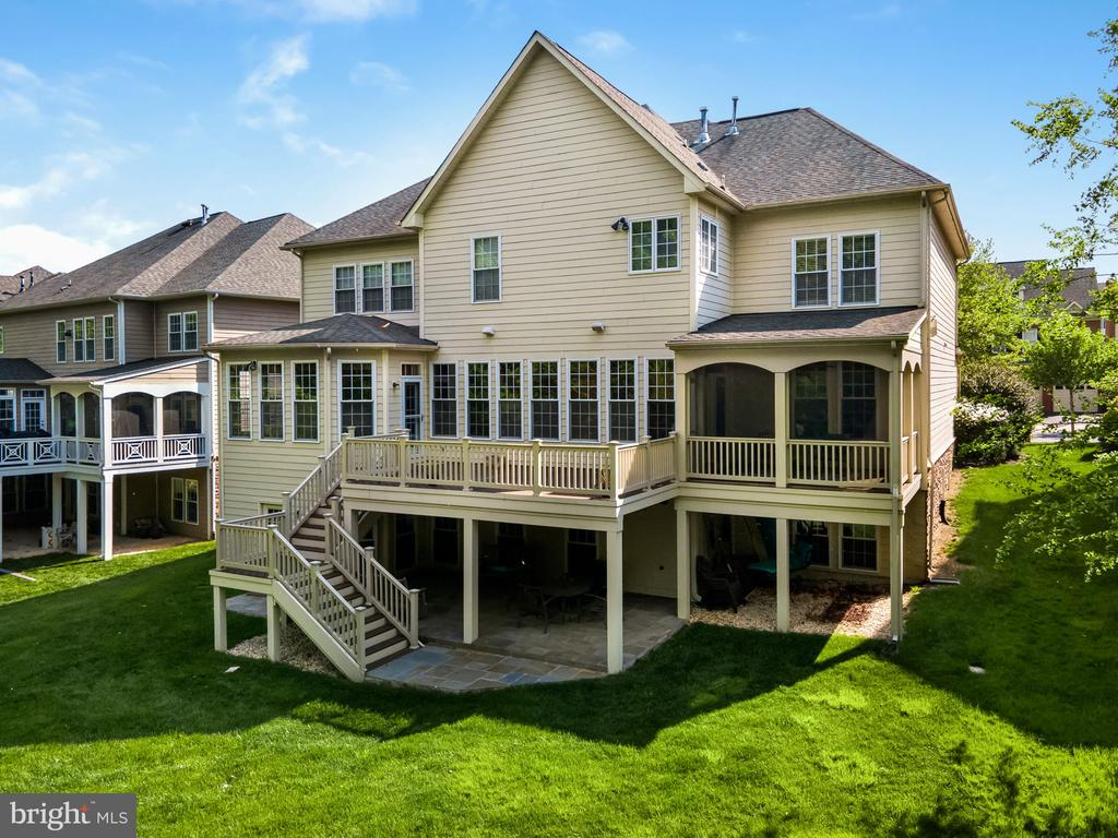 Trex deck, screened porch, and stone patio - 43768 RIVERPOINT DR, LEESBURG