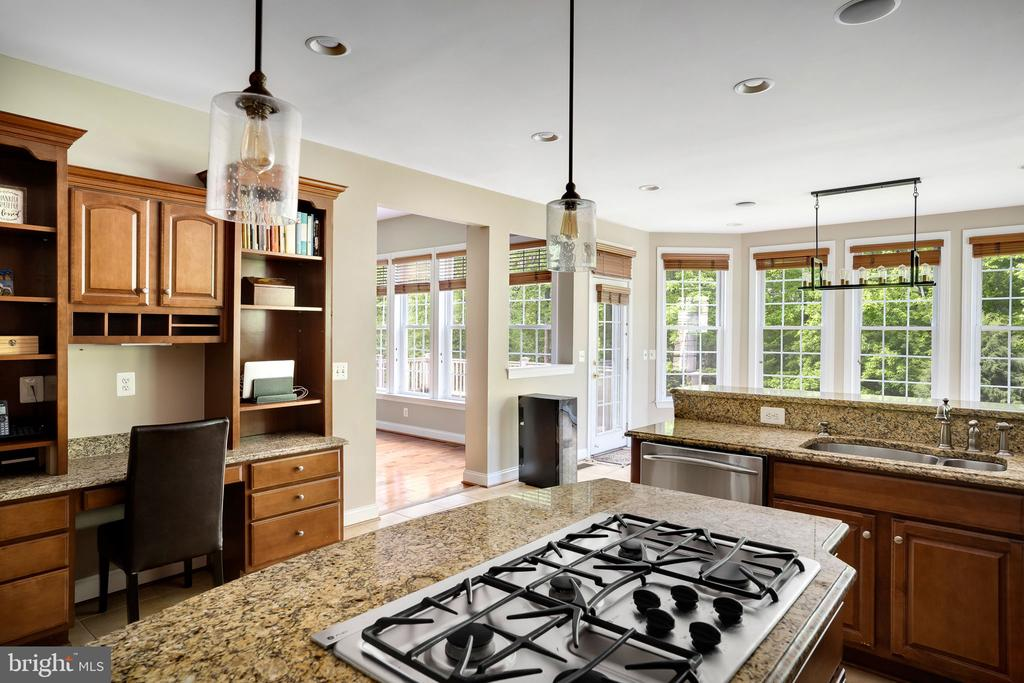Built-in desk and hutch with lots of storage - 43768 RIVERPOINT DR, LEESBURG