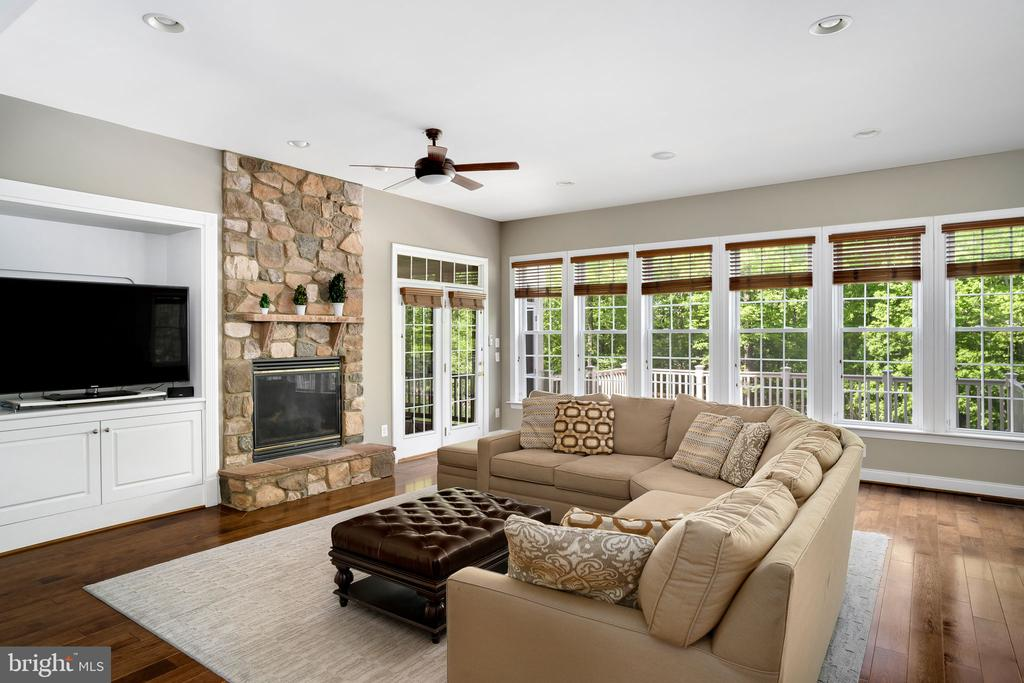 Rustic stone fireplace in the family room - 43768 RIVERPOINT DR, LEESBURG