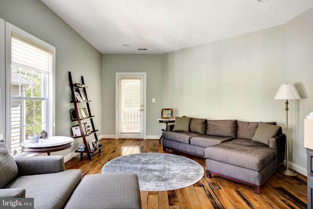 Sitting room with french door to balcony - 43768 RIVERPOINT DR, LEESBURG