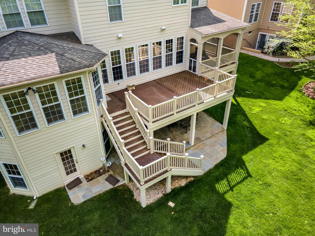 Plenty of outdoor space for entertaining - 43768 RIVERPOINT DR, LEESBURG